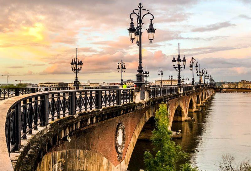 Bordeaux pont de pierre couché de soleil